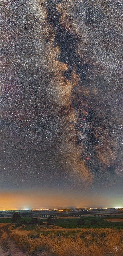 Milchstrasse-50mm-Panorama-Final-web4096.jpg