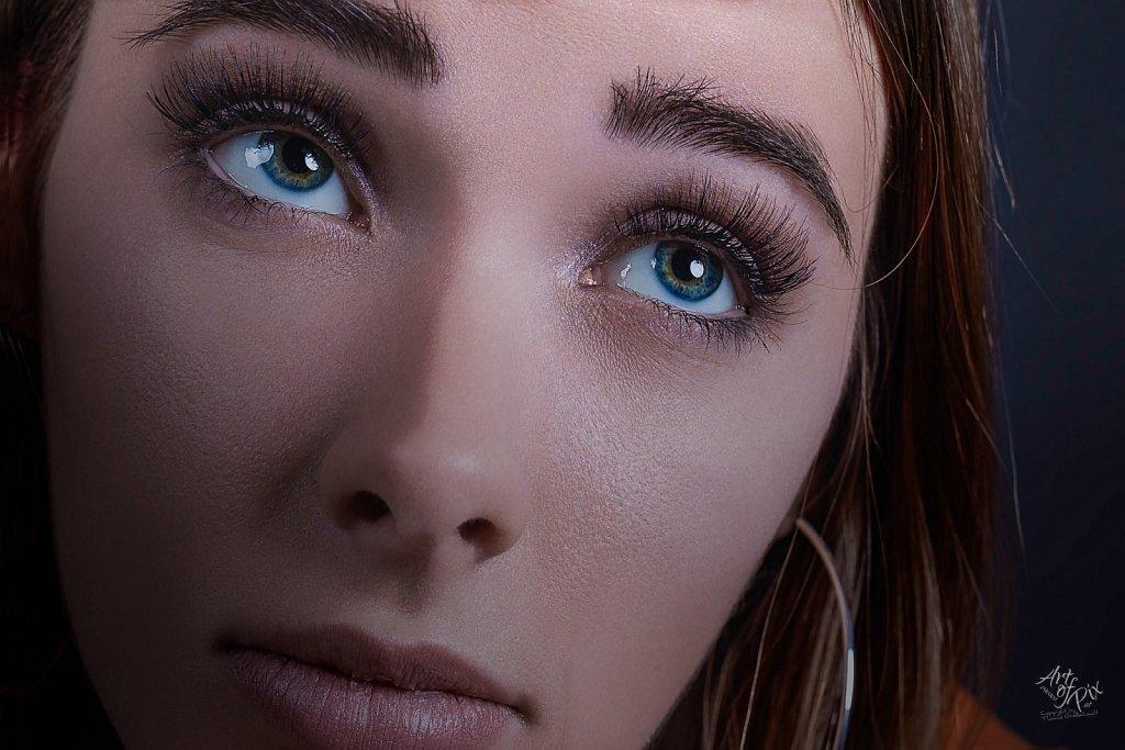 """""""Long eyelashes magical eyes"""""""
